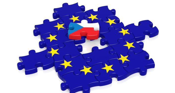 Česká vlajka v EU. Ilustrační foto