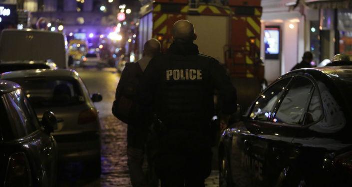 Dva migranti se šavlí a mačetou skalpovali návštěvníka restaurace v Paříži