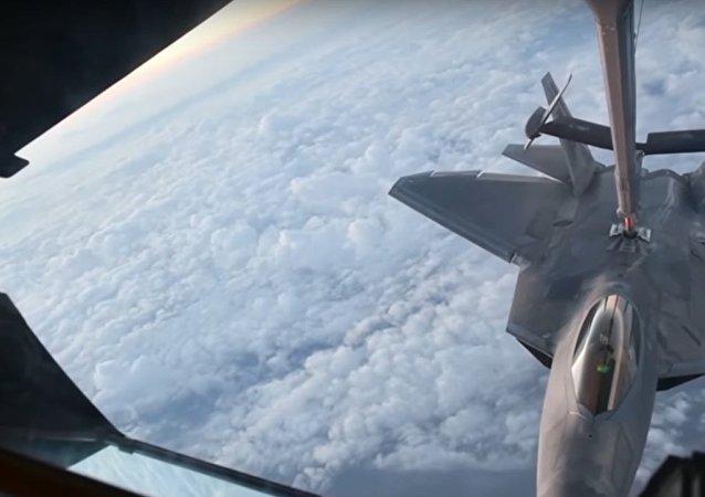 Piloti stíhaček řešili za letu hádanky