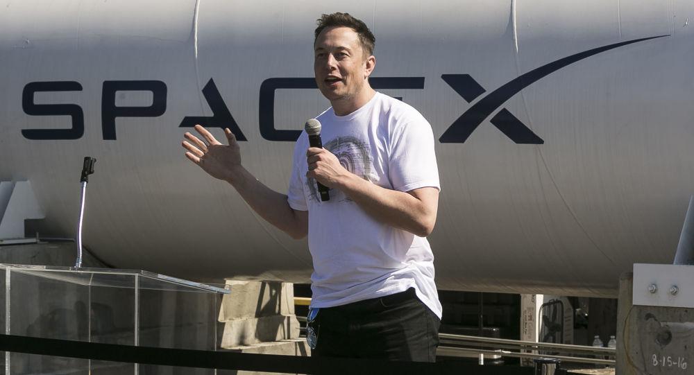 Hlava společnosti SpaceX Elon Musk