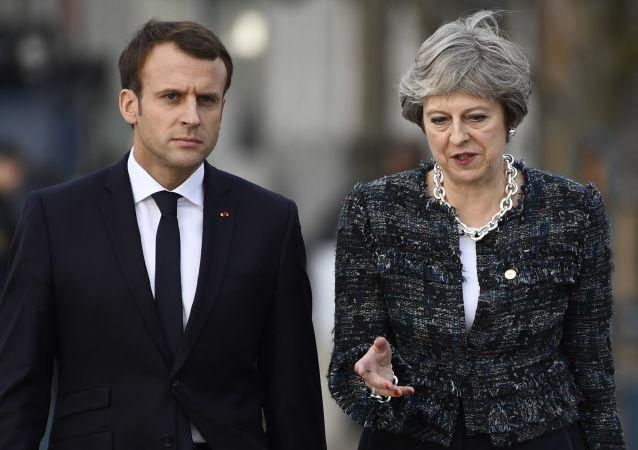 Francouzský prezident Emmanuel Macron a britská premiérka Theresa Mayová