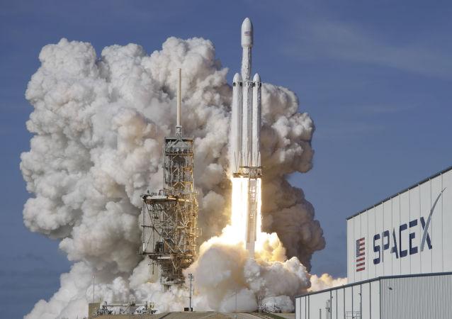 Raketový nosič Falcon 9 SpaceX Heavy