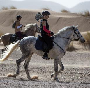 Koňské dostihy v marocké poušti