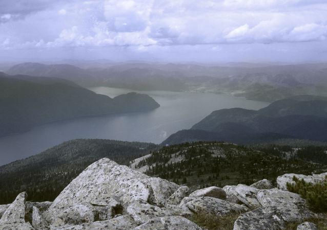 Pohled na Telecké jezero