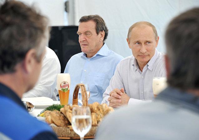 Vladimir Putin a Gerhard Schröder