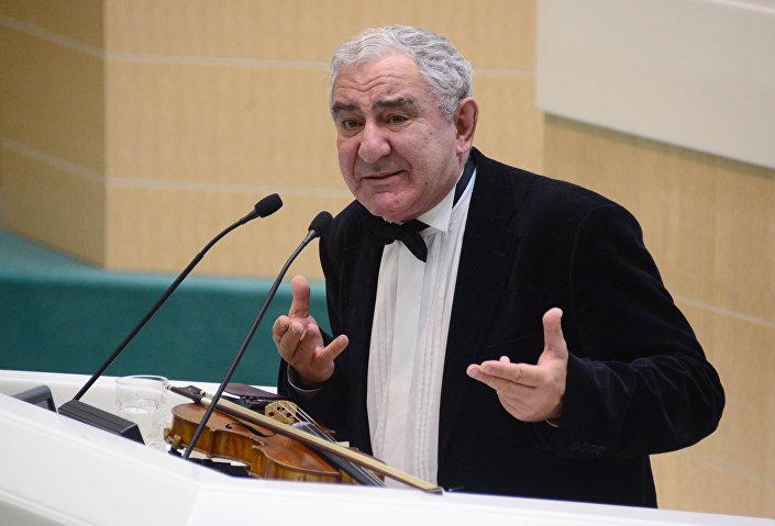 Světoznámý houslista Michail Kazinik