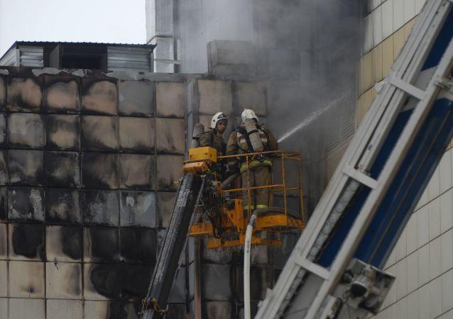 Požár v obchodním centru v Kemerovo