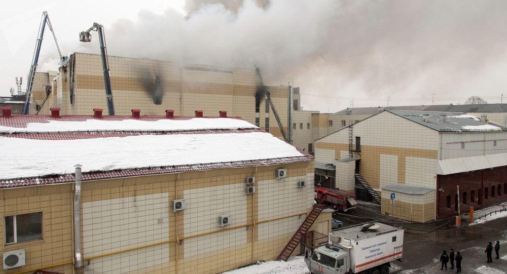 Požár v obchodním centru Zimní višeň