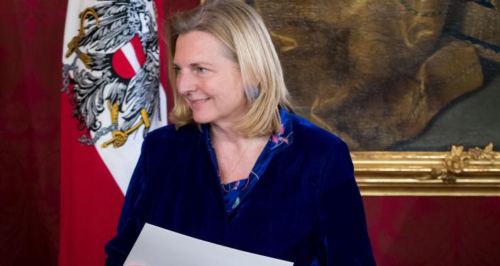 Rakouská ministryně zahraničí Karin Kneisslová