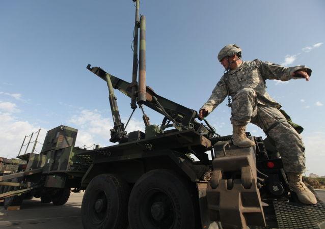 Americký voják u raket Patriot