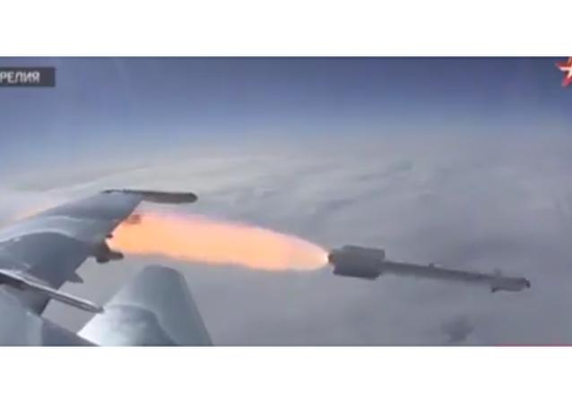 Natočili ruskou stíhačku, jak odpaluje raketu