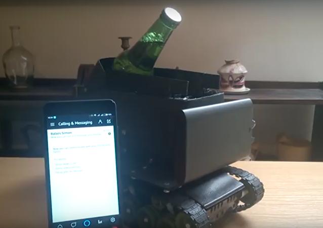 Vývojář z Maďarska postavil tank s hlasovým ovládáním na dodání piva