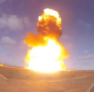 Zkouška modernizované ruské rakety na polygonu Sary-Šagan