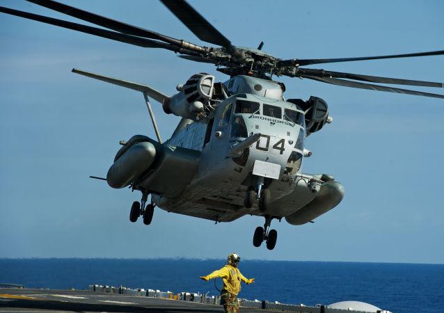 Americký vrtulník CH-53E