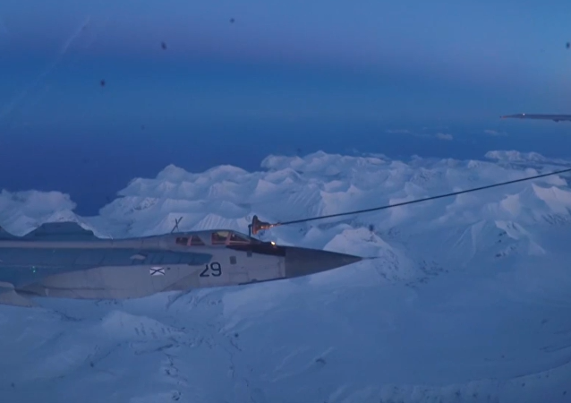 Noční tankování paliva stíhaček MiG-31