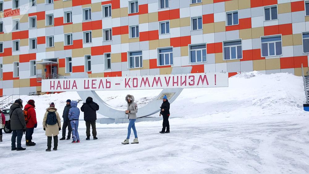 Nekonečné sněžné reliéfy a sovětská minulost souostroví Špicberky