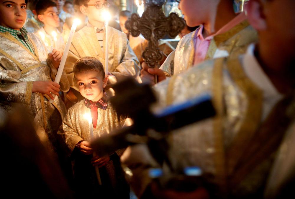 Tento týden v obrázcích: Velikonoce, protesty, kouzlo krásy a jara