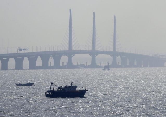 Pohled na čínský most Hong Kong-Zhuhai-Macao