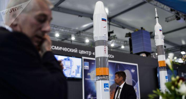 Maketa rakety Sojuz -5.1