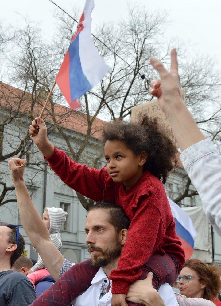 Tisícky ľudí v centre Bratislavy žiadali zmeny v polícii a na prokuratúre