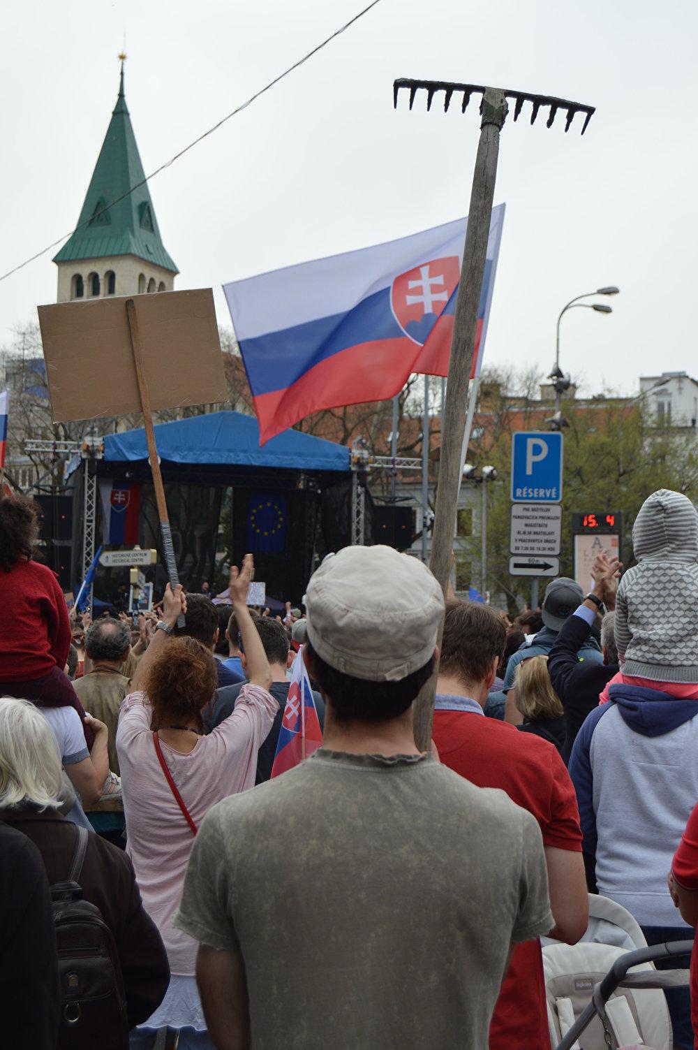 Demonštranti chcú nových ľudí na čele polície a prokuratúry