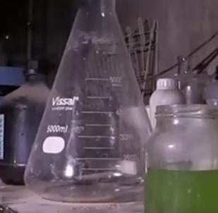 Chemické zbraně teroristů nalezené v Dúmě natočili na VIDEO