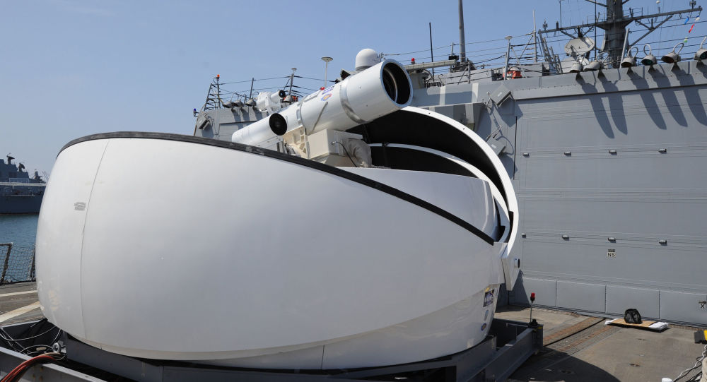 Laserový kanon na palubě americké lodě USS Dewey
