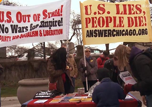 Protesty v Chicagu proti raketovému útoku USA na Sýrii