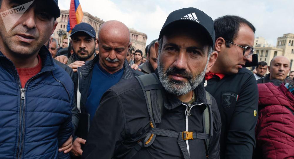 Lídr arménské opozice Nikola Pašinjan