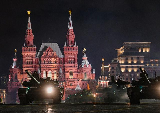 Zkouška vojenské přehlídky na Rudém náměstí