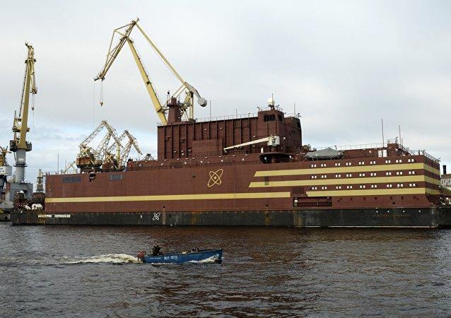 Plovoucí jaderná elektrárnou Akademik Lomonosov