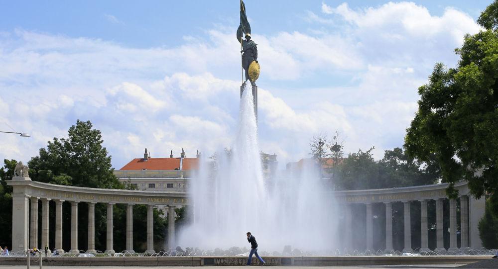 Památník sovětským osvoboditelům v centru Vídně