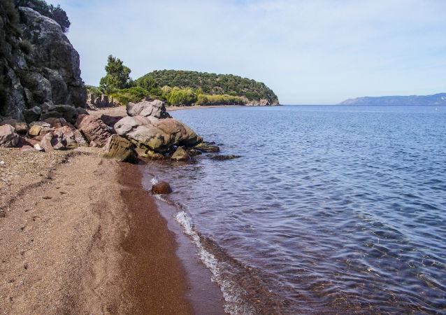 Pobřeží ostrova Lesbos