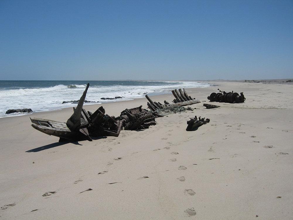 Ztroskotala loď na pobřeží Namibie