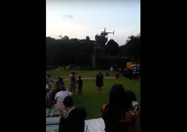 Na svatbě v Brazílii spadl vrtulník s nevěstou