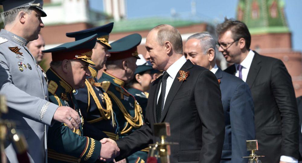 Putin, Netanjahu a Vučić na Přehlídce vítězství