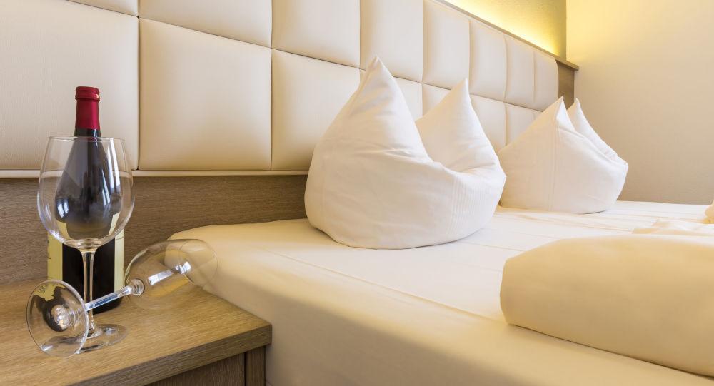 Turisté ubytovaní na karanténu v luxusních hotelích označili izolaci za mučení