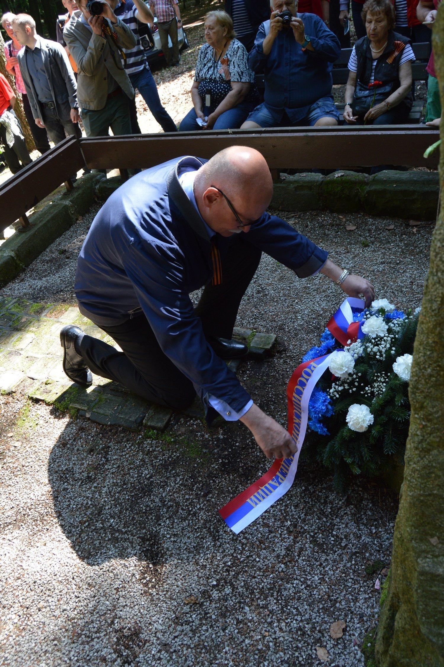 Pietny akt kladenia vencov sa konal za účasti mimoriadneho a splnomocneného veľvyslanca Ruskej federácie na Slovensku A. L. Fedotova