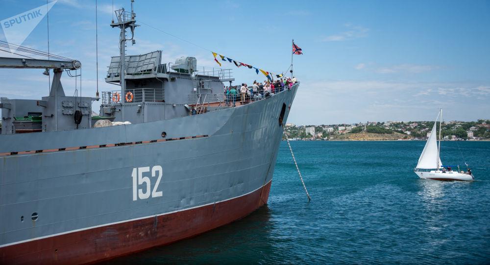 Oslavy 235letí Černomořského loďstva v Sevastopolu