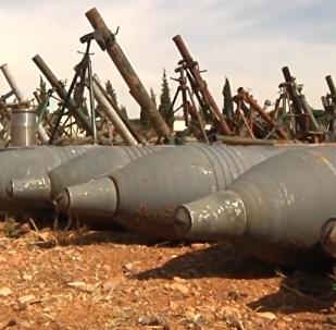Ruští vojáci objevili skladiště se zbraněmi zahraniční výroby v Homsu