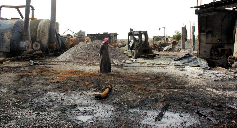 Zničený závod na zpracování ropy v Sýrii