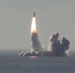 Podvodní křižník Jurij Dolgorukij  vypustil čtyři rakety Bulava