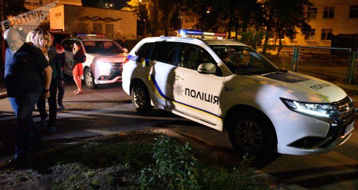 Policie u domu, kde byl zastřelen Arkadij Babčenko