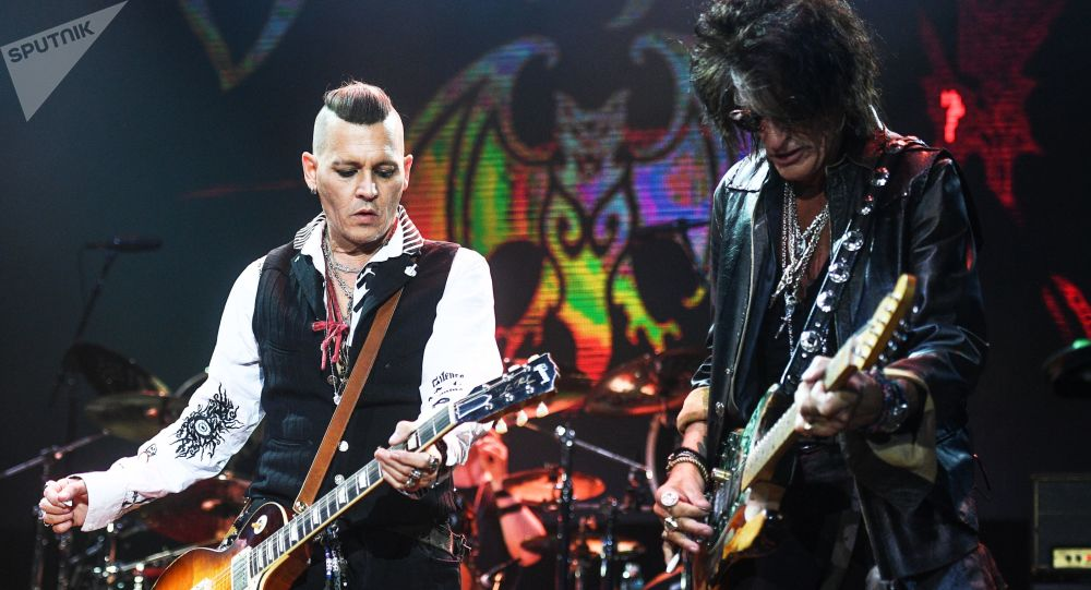 Herec Johnny Depp a kytarista Aerosmith Joe Perry v Moskvě
