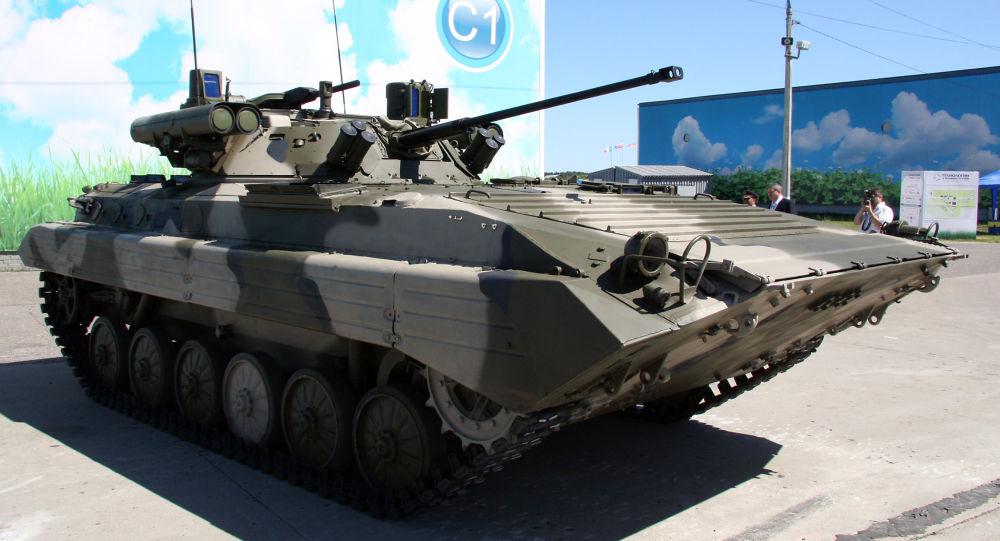BVP-2M s modulem Běrežok