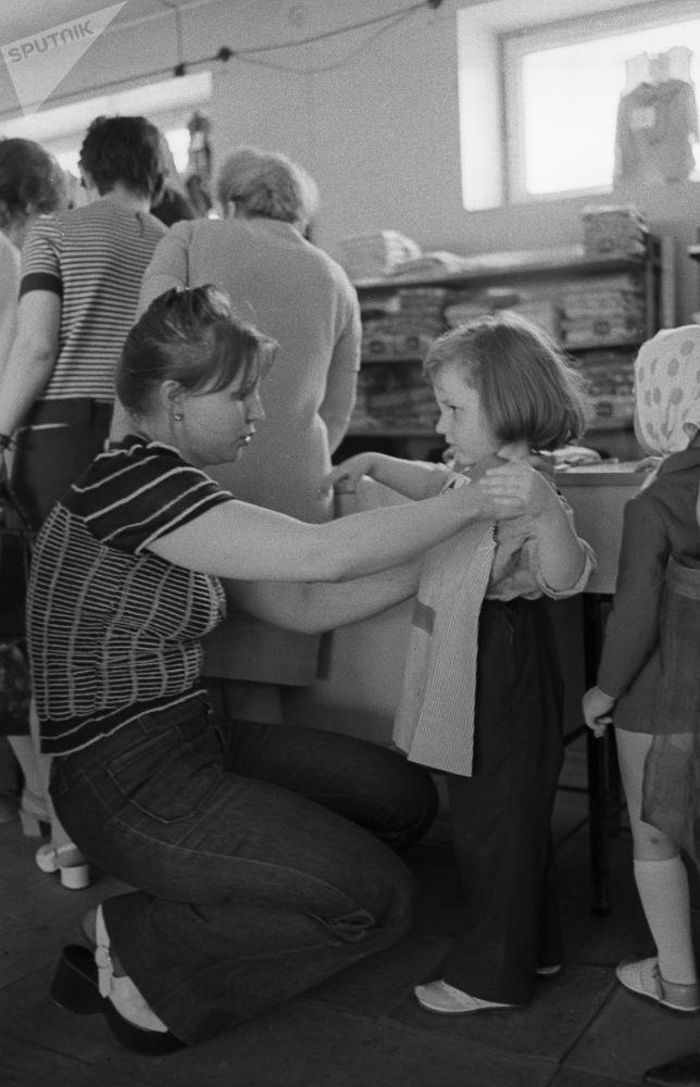 V obchodě Dětský mír v Moskvě, 1973