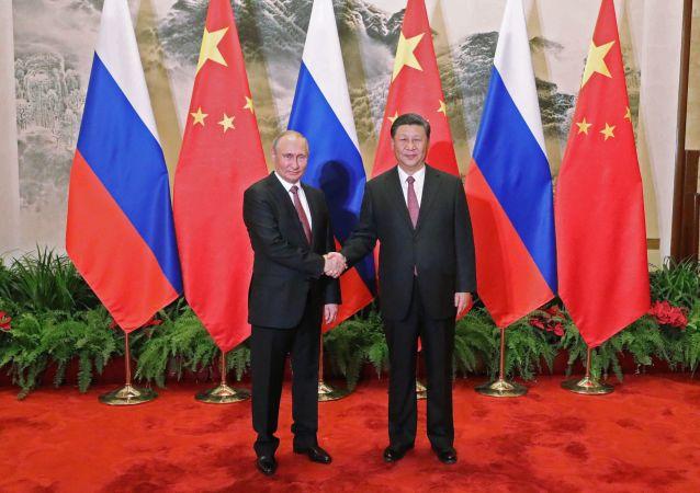 Ruský prezident Vladimir Putin a jeho čínský protějšek Si Ťin-pching
