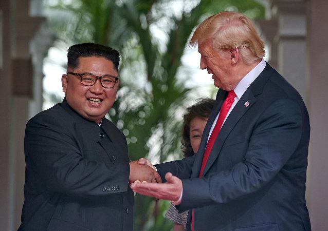 Prezident USA Donald Trump a předák KLDR Kim Čong-un