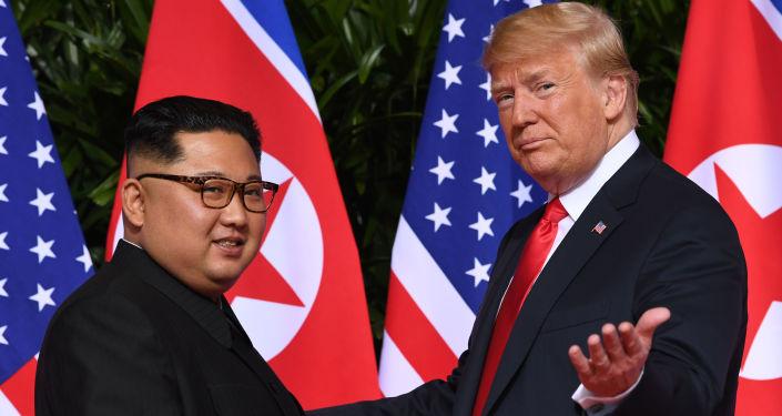 Vůdce KLDR Kim Čong-un a prezident USA Donald Trump