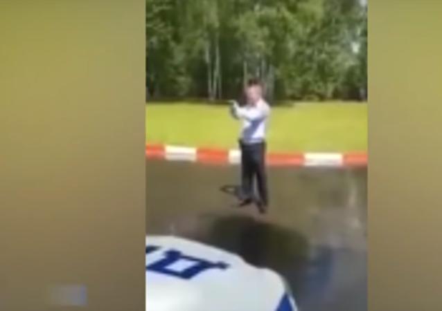 Letoun Il-76 shodil na policisty u Moskvy 40 tun vody